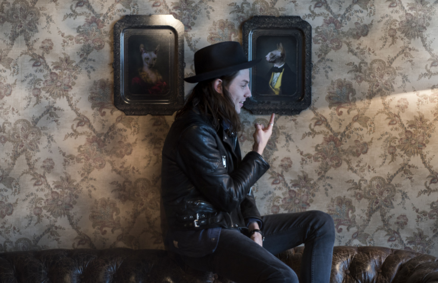 <center>James Bay promete surpreender fãs com o segundo álbum.</center>